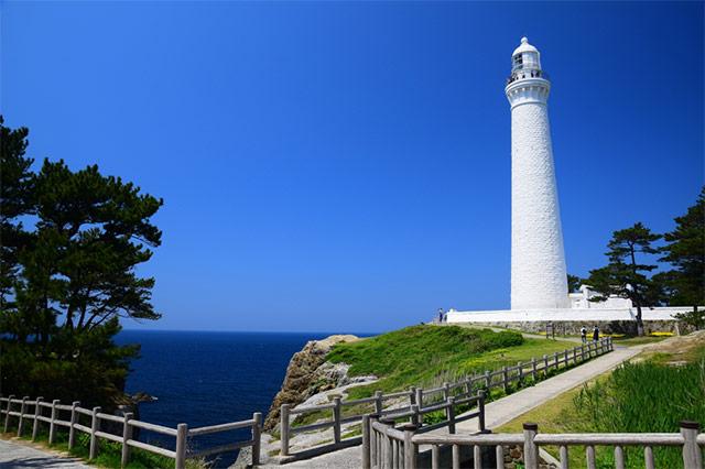 日御碕灯台と海