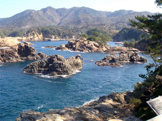 奇岩や小島が連なる絶景