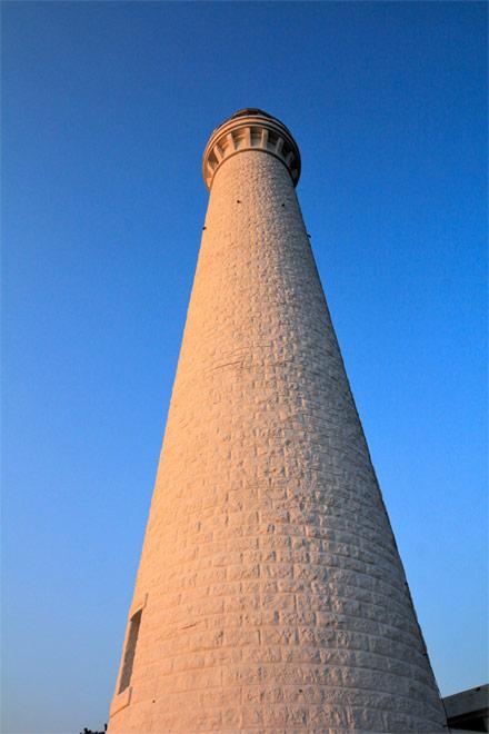 夕暮れの出雲日御碕灯台