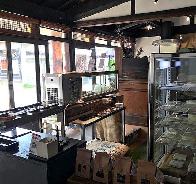 チョコレート工場とカフェが同居!